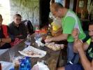 momento conviviale al rifugio in Budèch